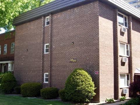 246 S Marion Unit 1C, Oak Park, IL 60302