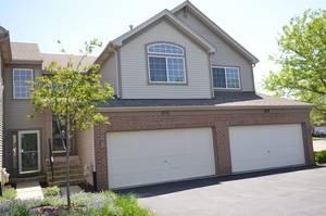 1013 Woodview, Aurora, IL 60502