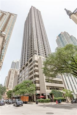 30 E Huron Unit 3305, Chicago, IL 60611 River North