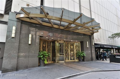 111 E Chestnut Unit 17K, Chicago, IL 60611 Gold Coast