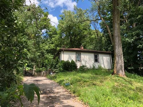 602 Menominee, Lake In The Hills, IL 60156