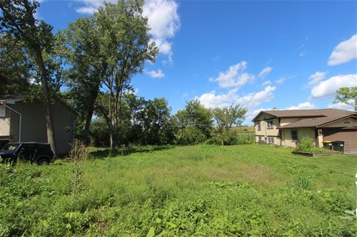 501 Plum, Lake In The Hills, IL 60156
