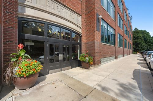 2600 N Southport Unit 220, Chicago, IL 60614 Lincoln Park