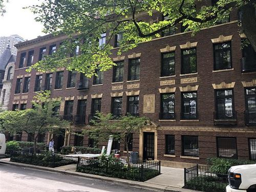 31 E Elm Unit 3B, Chicago, IL 60611 Gold Coast