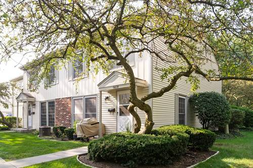 1682 Williamsburg Unit D, Wheaton, IL 60189