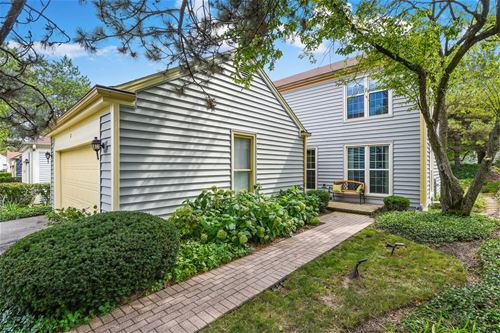 12 The Court Of Stone Creek, Northbrook, IL 60062