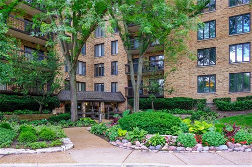 1740 Mission Hills Unit 111, Northbrook, IL 60062