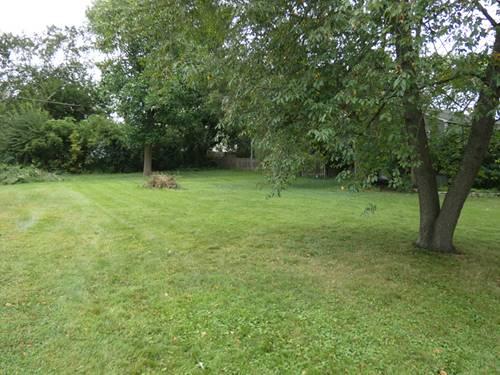 14 Meadow, Oakwood Hills, IL 60013