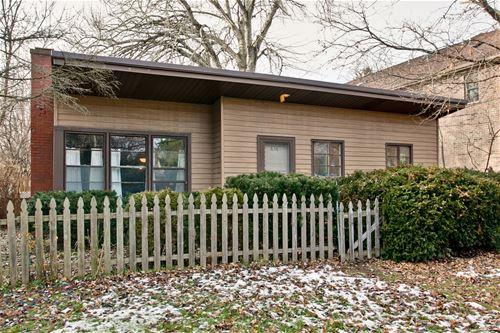 636 N Hough, Barrington, IL 60010