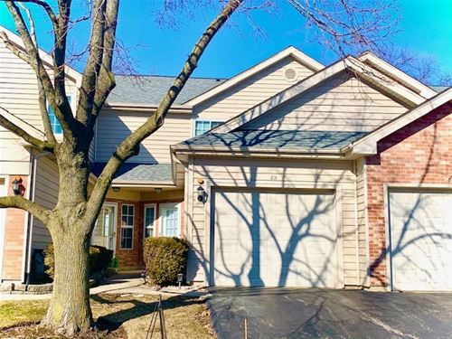 82 Golfview, Glendale Heights, IL 60139