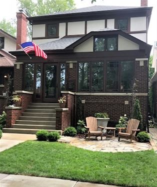 2825 W Eastwood, Chicago, IL 60625 Albany Park