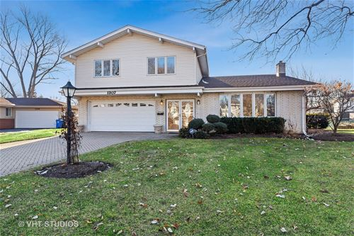 1307 E Mulberry, Mount Prospect, IL 60056