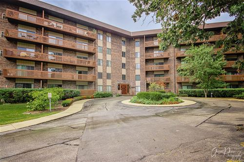 120 Lakeview Unit 203, Bloomingdale, IL 60108