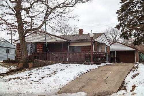 8 Evergreen, Carpentersville, IL 60110