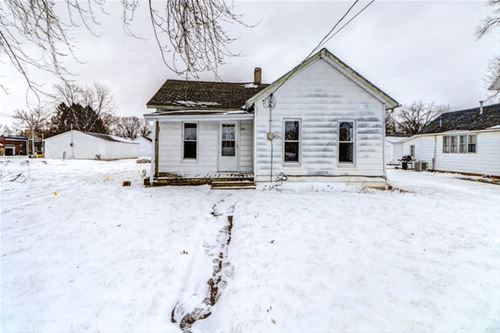 107 W Front, Fisher, IL 61843