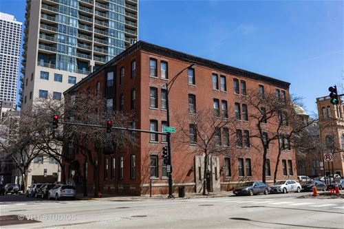 127 W Maple Unit 2, Chicago, IL 60610 Near North