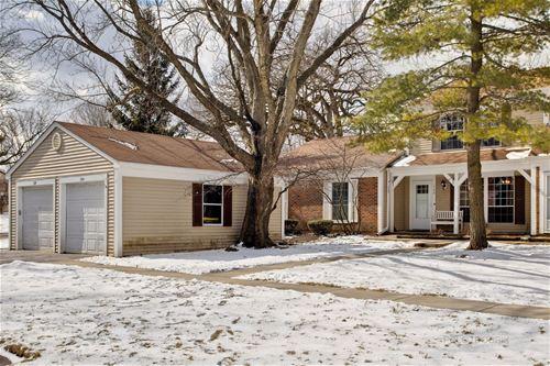 124 Bright Oaks, Cary, IL 60013