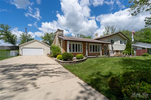 700 Woodlawn, Hoffman Estates, IL 60169
