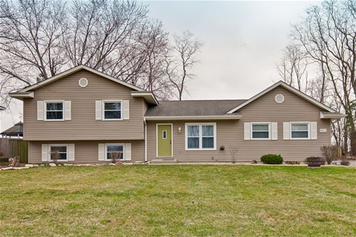 9512 3rd, Cary, IL 60013