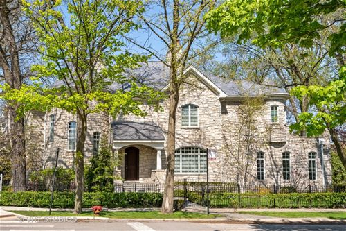 5792 N Rogers, Chicago, IL 60646 Sauganash