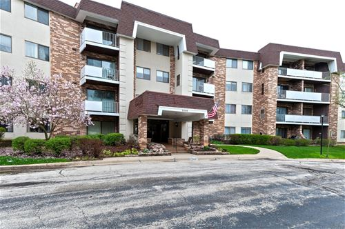 3300 N Carriageway Unit 107, Arlington Heights, IL 60004