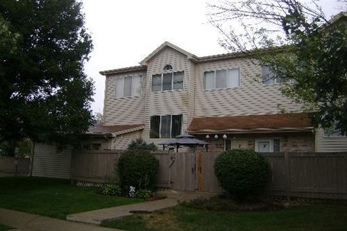 302 Park Ridge Unit F, Aurora, IL 60504