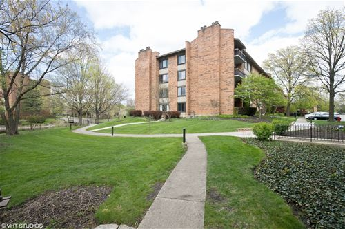 201 Lake Hinsdale Unit 312, Willowbrook, IL 60527