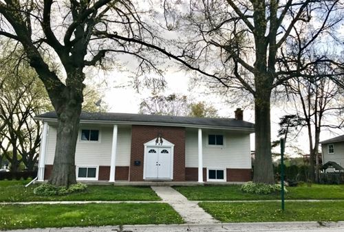 302 Crest, Cary, IL 60013