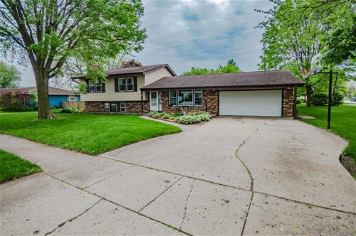 712 Emmert, Sycamore, IL 60178