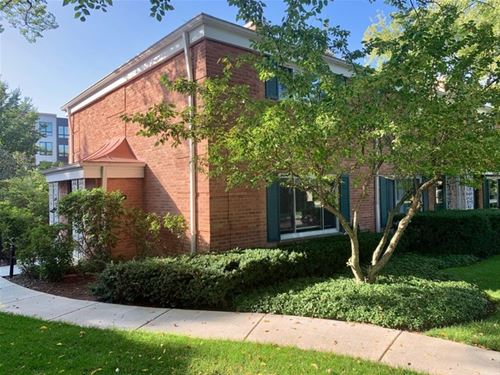 612 Carriage Hill, Glenview, IL 60025