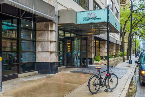 30 E Huron Unit 2003, Chicago, IL 60611 River North