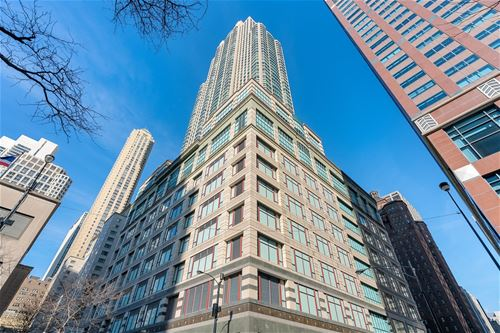 100 E Huron Unit 2102, Chicago, IL 60611 River North