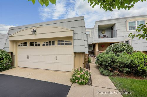 675 Versailles Unit D, Elk Grove Village, IL 60007