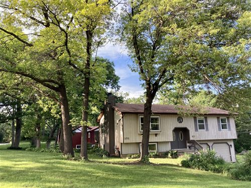 101 Woody, Oakwood Hills, IL 60013