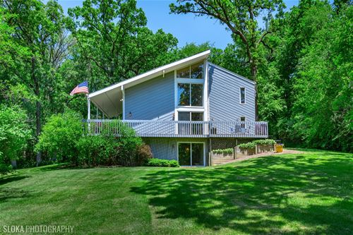 6914 Red Barn, Crystal Lake, IL 60012