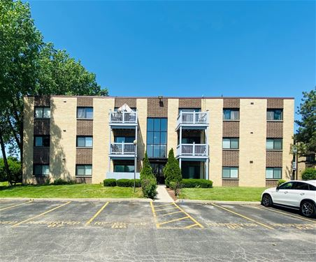 664 Pinecrest Unit 202, Prospect Heights, IL 60070