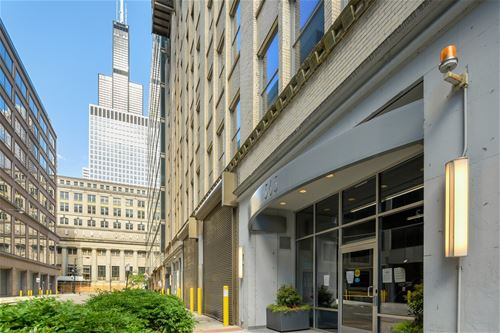 565 W Quincy Unit 705, Chicago, IL 60661 The Loop
