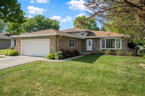 654 Winthrop, Glendale Heights, IL 60139