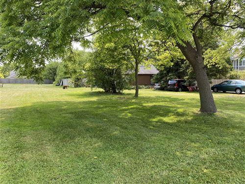 20413 N Il Route 83, Prairie View, IL 60069