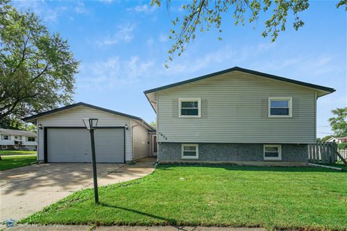 1073 Westchester, Hanover Park, IL 60133