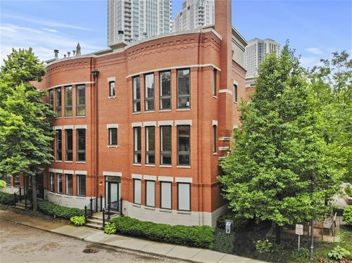 446 N Canal, Chicago, IL 60654 Fulton River District