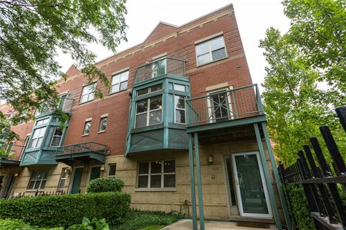 4532 S Woodlawn, Chicago, IL 60653 Kenwood