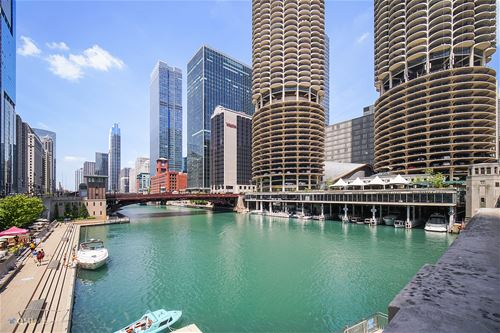300 N State Unit 5205, Chicago, IL 60654 River North