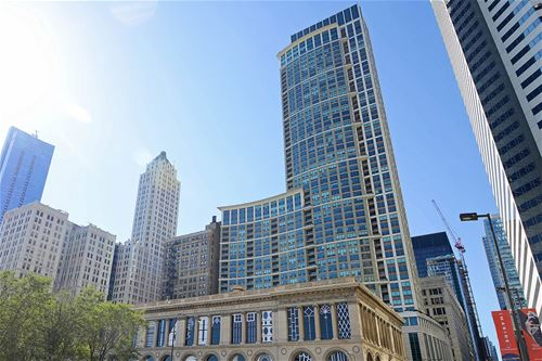 130 N Garland Unit 4201, Chicago, IL 60602 The Loop