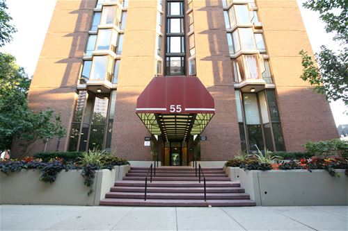 55 W Chestnut Unit 402, Chicago, IL 60610 Near North