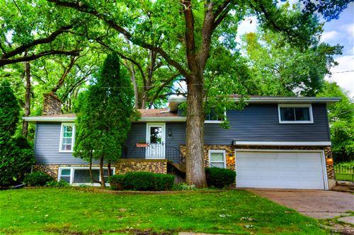 525 Delaware, Lake In The Hills, IL 60156