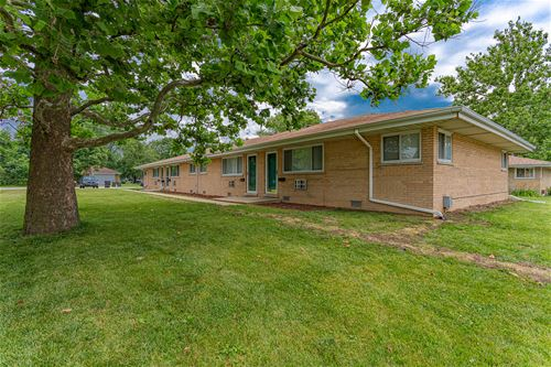 220 Walter, Roselle, IL 60172