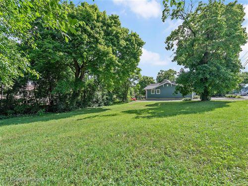 517 W Roosevelt, Wheaton, IL 60187