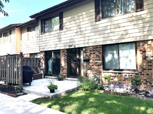 7330 Winthrop Unit 16, Downers Grove, IL 60516