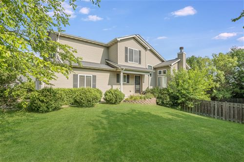 1820 Country Hills, Yorkville, IL 60560